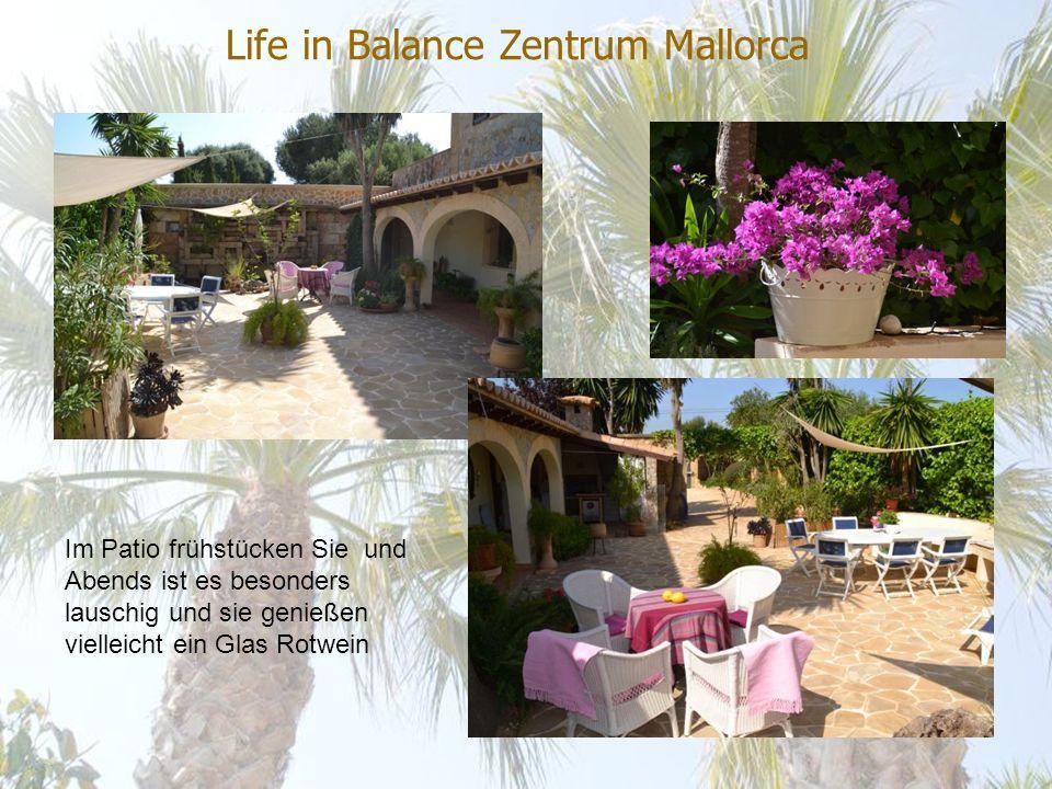 Life in Balance Zentrum Mallorca Im Patio frühstücken Sie und Abends ist es besonders lauschig und sie genießen vielleicht ein Glas Rotwein