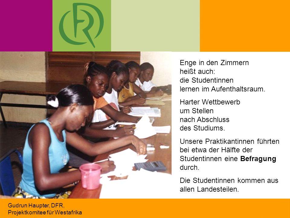 Gudrun Haupter, DFR, Projektkomitee für Westafrika Enge in den Zimmern heißt auch: die Studentinnen lernen im Aufenthaltsraum. Harter Wettbewerb um St