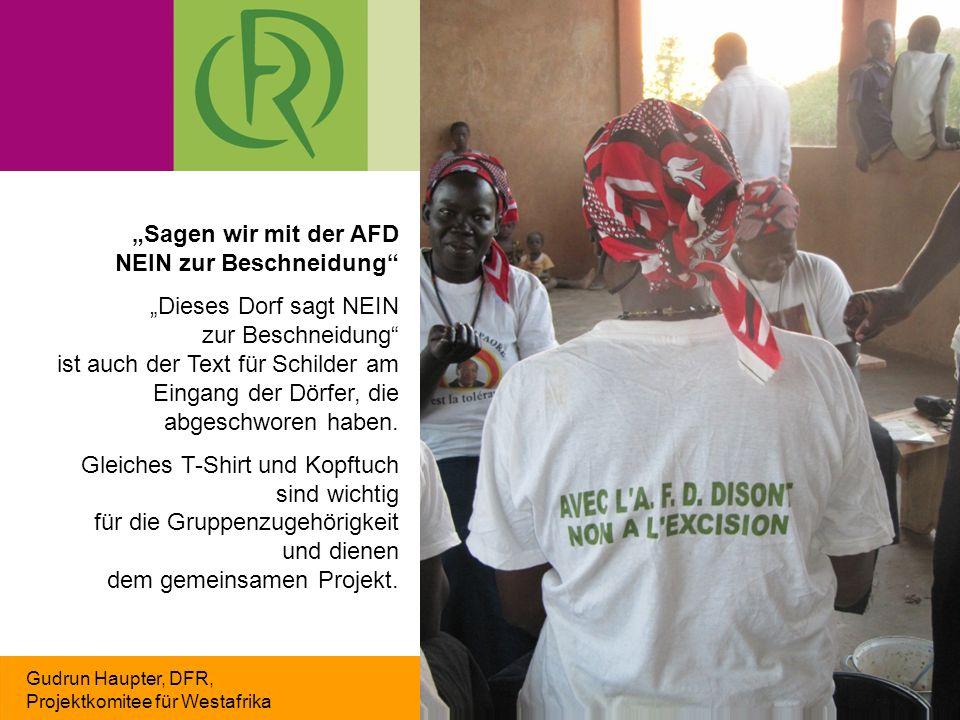 """Gudrun Haupter, DFR, Projektkomitee für Westafrika """"Sagen wir mit der AFD NEIN zur Beschneidung """"Dieses Dorf sagt NEIN zur Beschneidung ist auch der Text für Schilder am Eingang der Dörfer, die abgeschworen haben."""