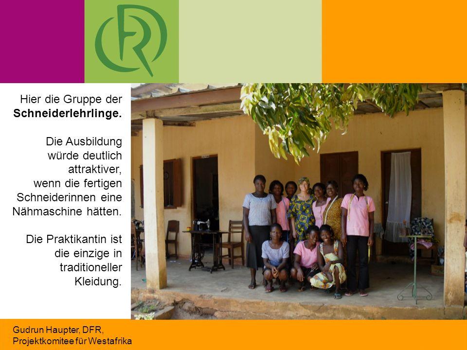 Gudrun Haupter, DFR, Projektkomitee für Westafrika Hier die Gruppe der Schneiderlehrlinge. Die Ausbildung würde deutlich attraktiver, wenn die fertige