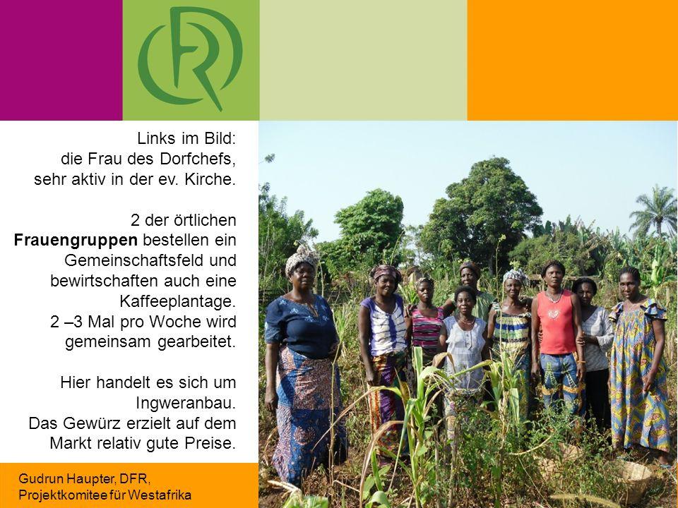 Gudrun Haupter, DFR, Projektkomitee für Westafrika Links im Bild: die Frau des Dorfchefs, sehr aktiv in der ev. Kirche. 2 der örtlichen Frauengruppen