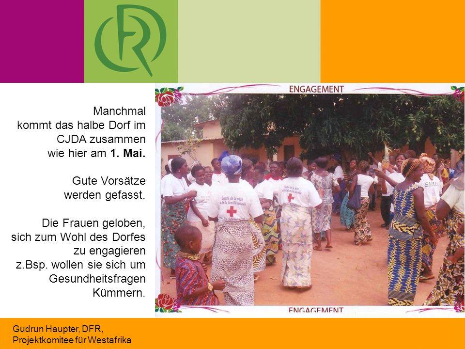 Gudrun Haupter, DFR, Projektkomitee für Westafrika Manchmal kommt das halbe Dorf im CJDA zusammen wie hier am 1.