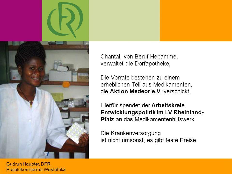 Gudrun Haupter, DFR, Projektkomitee für Westafrika Chantal, von Beruf Hebamme, verwaltet die Dorfapotheke, Die Vorräte bestehen zu einem erheblichen Teil aus Medikamenten, die Aktion Medeor e.V.
