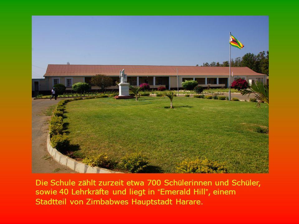 """Die Schule z ä hlt zurzeit etwa 700 Sch ü lerinnen und Sch ü ler, sowie 40 Lehrkr ä fte und liegt in """" Emerald Hill """", einem Stadtteil von Zimbabwes H"""
