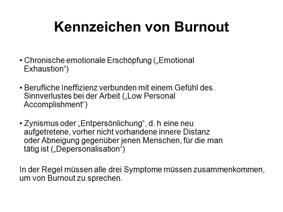 """Kennzeichen von Burnout Chronische emotionale Erschöpfung (""""Emotional Exhaustion ) Berufliche Ineffizienz verbunden mit einem Gefühl des Sinnverlustes bei der Arbeit (""""Low Personal Accomplishment ) Zynismus oder """"Entpersönlichung , d."""