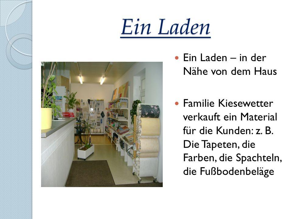 Ein Laden Ein Laden – in der Nähe von dem Haus Familie Kiesewetter verkauft ein Material für die Kunden: z. B. Die Tapeten, die Farben, die Spachteln,