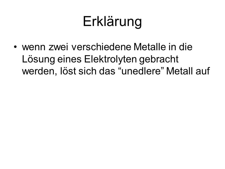 wenn zwei verschiedene Metalle in die Lösung eines Elektrolyten gebracht werden, löst sich das unedlere Metall auf