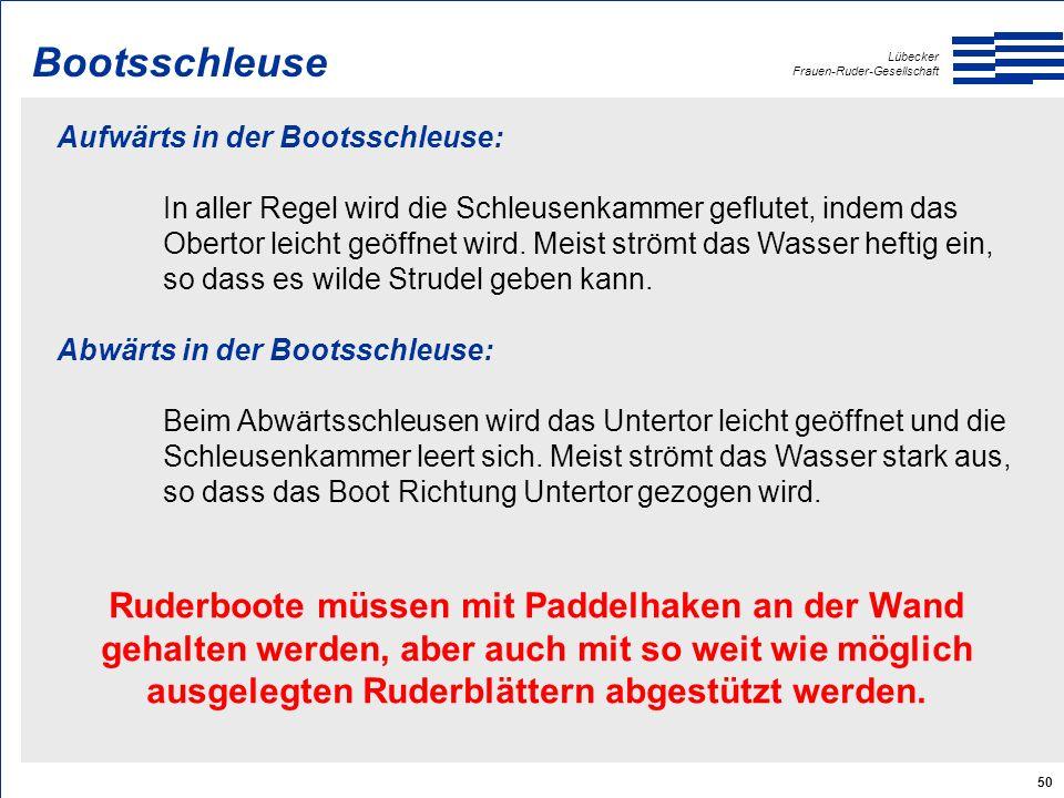 Lübecker Frauen-Ruder-Gesellschaft 50 Aufwärts in der Bootsschleuse: In aller Regel wird die Schleusenkammer geflutet, indem das Obertor leicht geöffnet wird.