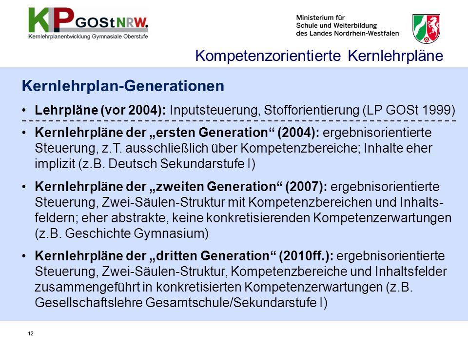 """12 Kernlehrplan-Generationen Lehrpläne (vor 2004): Inputsteuerung, Stofforientierung (LP GOSt 1999) Kernlehrpläne der """"ersten Generation (2004): ergebnisorientierte Steuerung, z.T."""