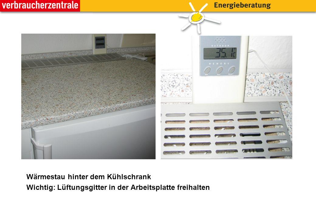 40°C unter der Kaffeemaschine => Niemals Kaffeemaschine, Wasserkocher oder warme Töpfe auf den Kühlschrank stellen!