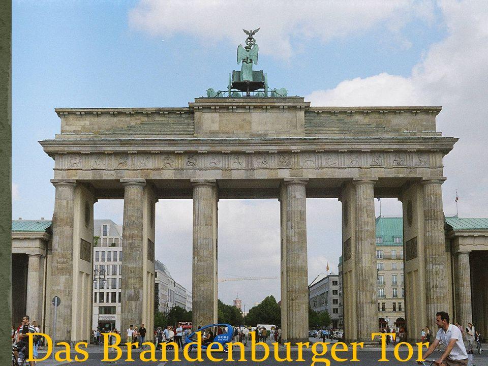 Das Brandenburger Tor Dieses Tor mit seiner Quadriga ist das Wahrzeichen Berlins.