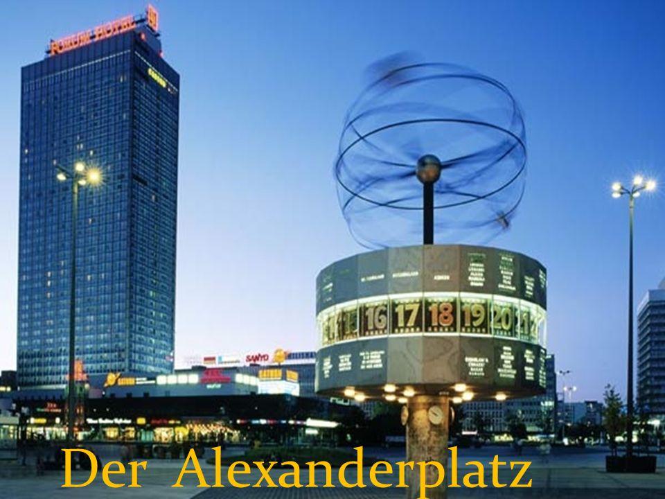 Der Platz hat seinen Namen dem russischen Zaren Alexander dem Ersten zu Ehren bekommen.