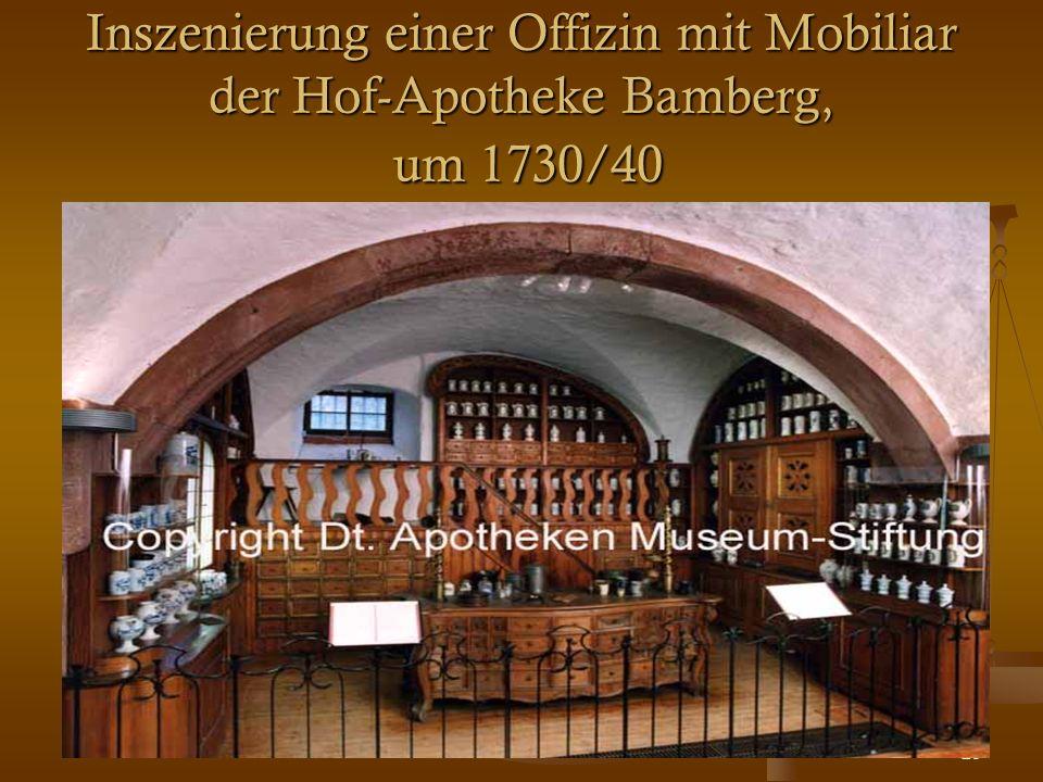 20 Inszenierung einer Offizin mit Mobiliar der Hof-Apotheke Bamberg, um 1730/40