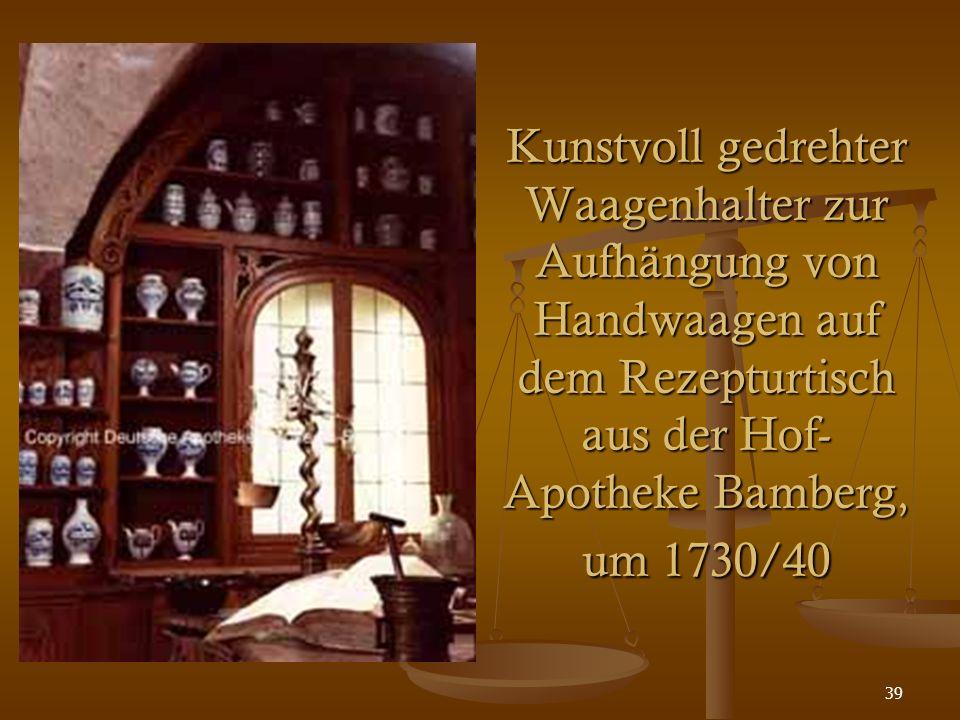 39 Kunstvoll gedrehter Waagenhalter zur Aufhängung von Handwaagen auf dem Rezepturtisch aus der Hof- Apotheke Bamberg, um 1730/40