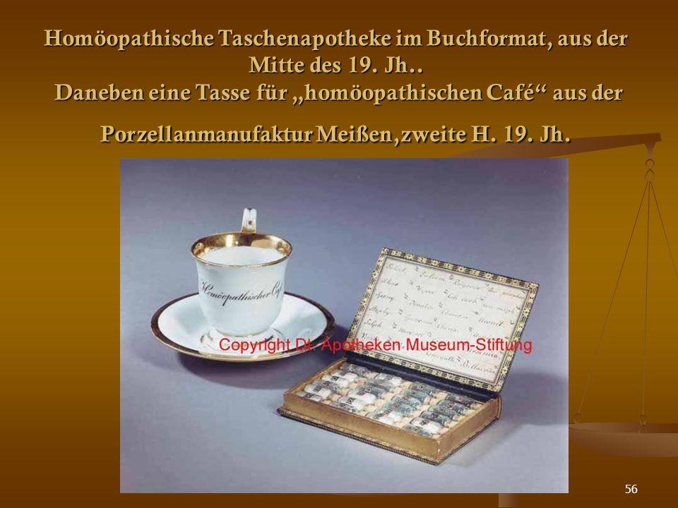 """56 Homöopathische Taschenapotheke im Buchformat, aus der Mitte des 19. Jh.. Daneben eine Tasse für """"homöopathischen Café"""" aus der Porzellanmanufaktur"""