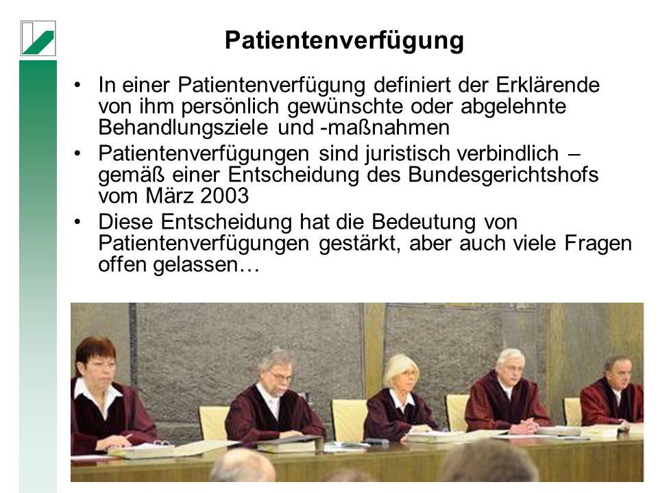 Patientenverfügung In einer Patientenverfügung definiert der Erklärende von ihm persönlich gewünschte oder abgelehnte Behandlungsziele und -maßnahmen Patientenverfügungen sind juristisch verbindlich – gemäß einer Entscheidung des Bundesgerichtshofs vom März 2003 Diese Entscheidung hat die Bedeutung von Patientenverfügungen gestärkt, aber auch viele Fragen offen gelassen…