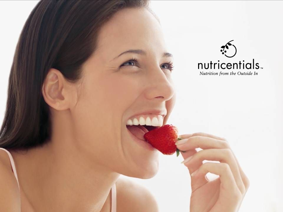 The Science of Nutricentials ® Nährstoffe von außen Die Wissenschaftler und Experten von Nu Skin ® haben diverse Ernährungsweisen auf der ganzen Welt untersucht und Nährstoffkomponenten isoliert, welche das Aussehen der Haut verbessern, wenn sie täglich äußerlich aufgetragen werden.