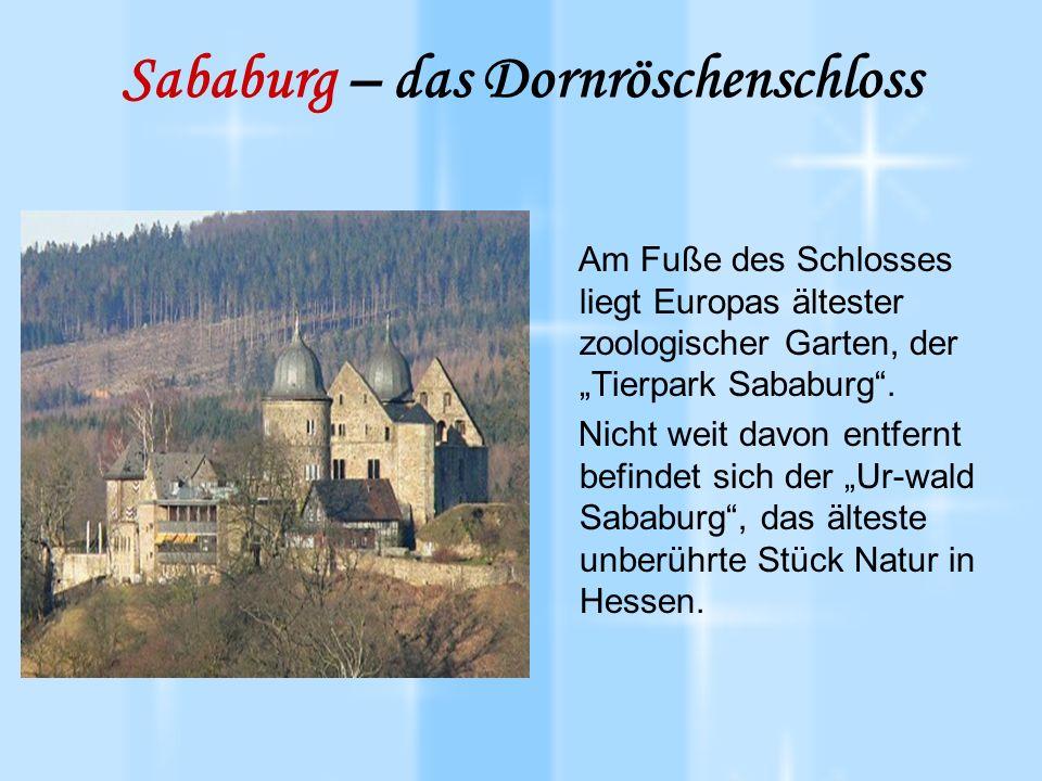 """Sababurg – das Dornröschenschloss Am Fuße des Schlosses liegt Europas ältester zoologischer Garten, der """"Tierpark Sababurg ."""