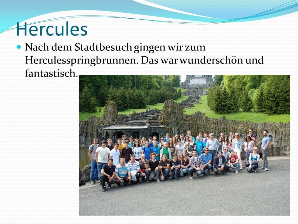 Hercules Nach dem Stadtbesuch gingen wir zum Herculesspringbrunnen. Das war wunderschön und fantastisch.