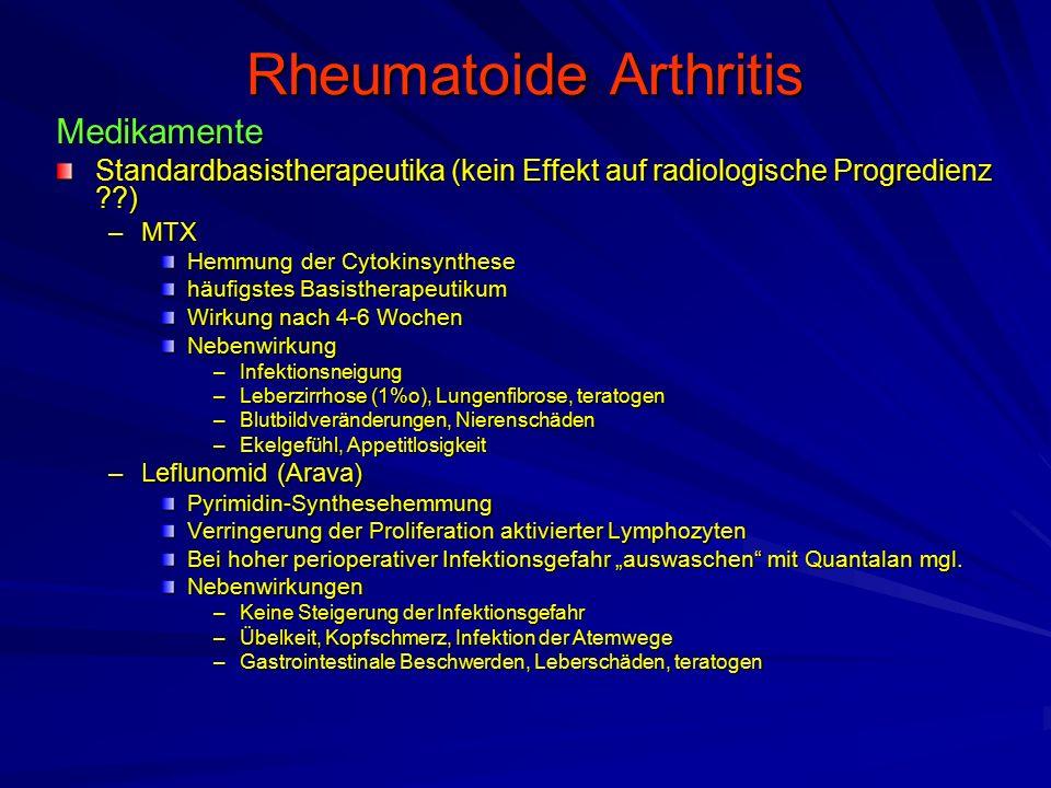 """Rheumatoide Arthritis Medikamente Standardbasistherapeutika (kein Effekt auf radiologische Progredienz ) –MTX Hemmung der Cytokinsynthese häufigstes Basistherapeutikum Wirkung nach 4-6 Wochen Nebenwirkung –Infektionsneigung –Leberzirrhose (1%o), Lungenfibrose, teratogen –Blutbildveränderungen, Nierenschäden –Ekelgefühl, Appetitlosigkeit –Leflunomid (Arava) Pyrimidin-Synthesehemmung Verringerung der Proliferation aktivierter Lymphozyten Bei hoher perioperativer Infektionsgefahr """"auswaschen mit Quantalan mgl."""