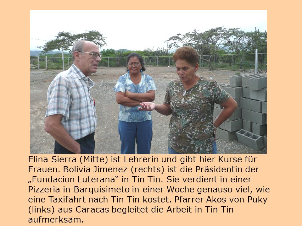"""Elina Sierra (Mitte) ist Lehrerin und gibt hier Kurse für Frauen. Bolivia Jimenez (rechts) ist die Präsidentin der """"Fundacion Luterana"""" in Tin Tin. Si"""