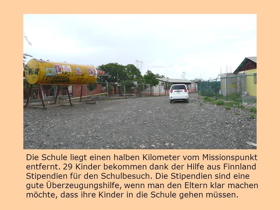 Die Schule liegt einen halben Kilometer vom Missionspunkt entfernt.