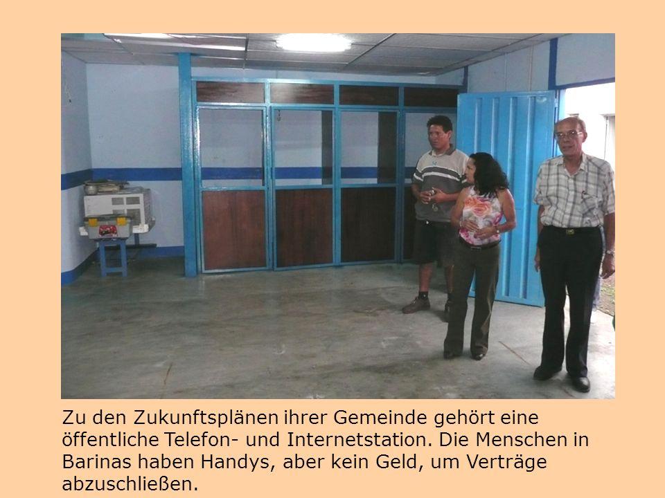 Zu den Zukunftsplänen ihrer Gemeinde gehört eine öffentliche Telefon- und Internetstation. Die Menschen in Barinas haben Handys, aber kein Geld, um Ve