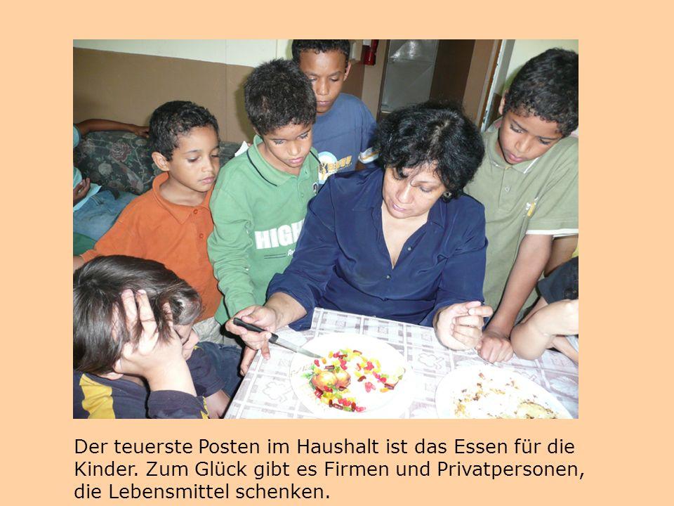 Der teuerste Posten im Haushalt ist das Essen für die Kinder. Zum Glück gibt es Firmen und Privatpersonen, die Lebensmittel schenken.