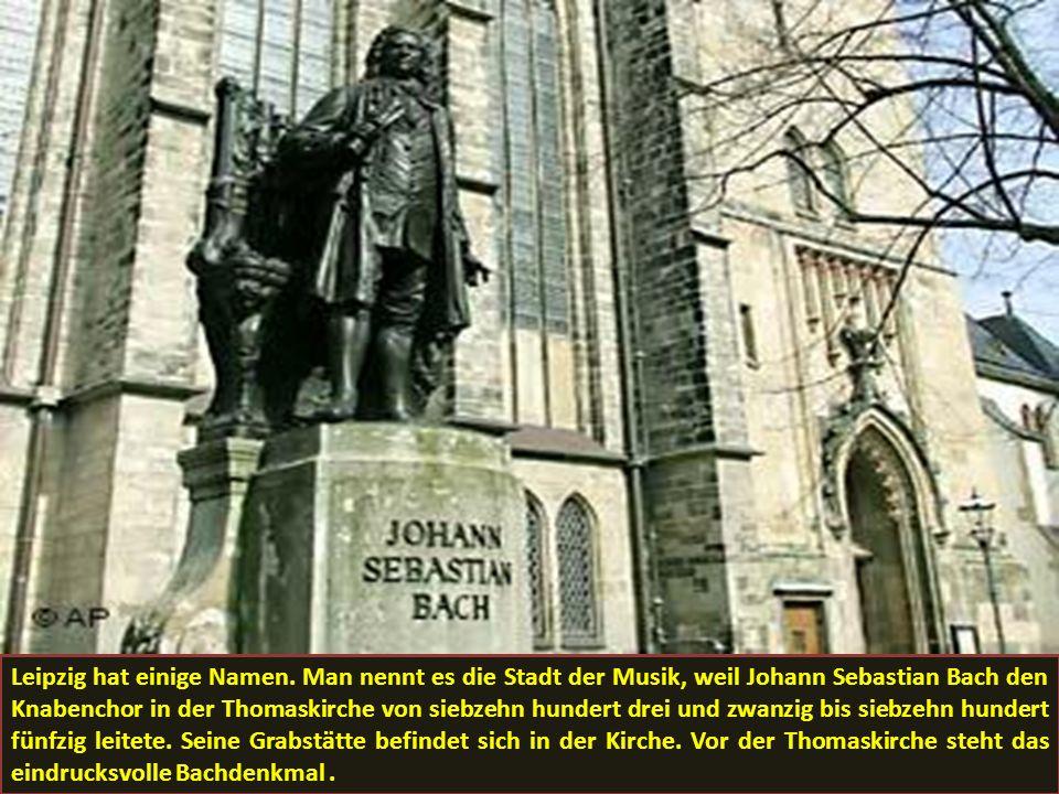 Leipzig hat einige Namen. Man nennt es die Stadt der Musik, weil Johann Sebastian Bach den Knabenchor in der Thomaskirche von siebzehn hundert drei un