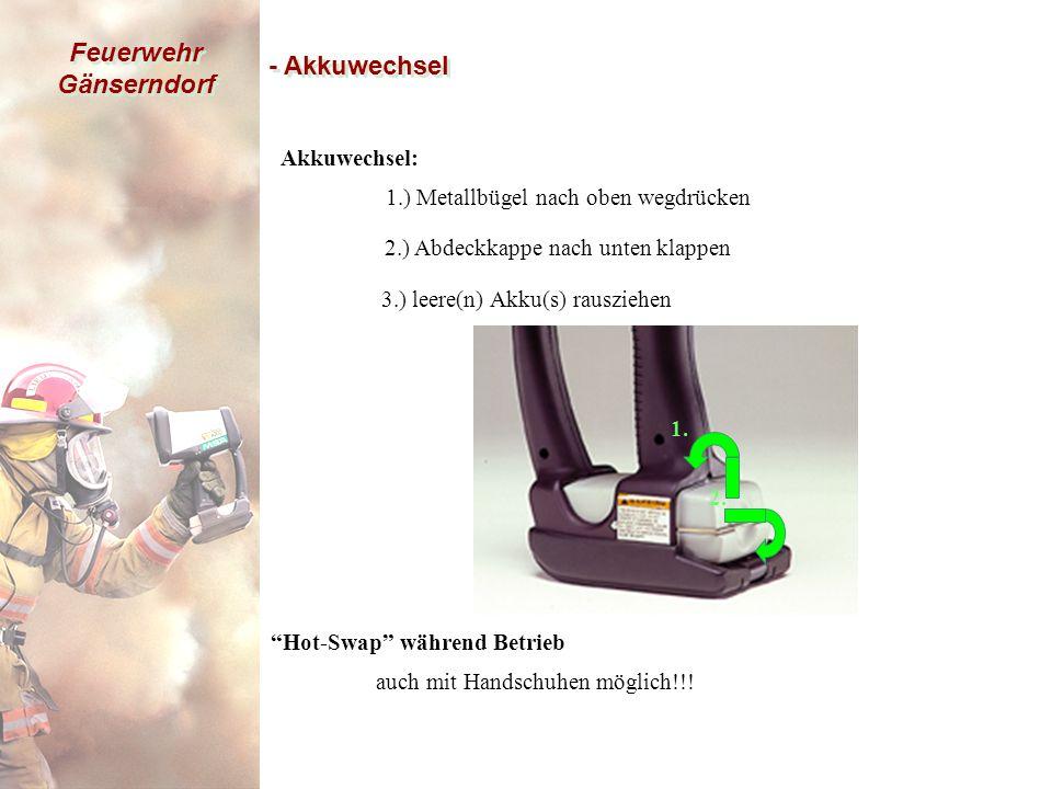 Feuerwehr Gänserndorf - Akkuwechsel Akkuwechsel: 1.) Metallbügel nach oben wegdrücken Hot-Swap während Betrieb auch mit Handschuhen möglich!!.