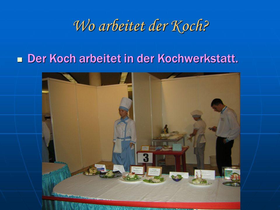Wo arbeitet der Koch. Der Koch arbeitet in der Kochwerkstatt.
