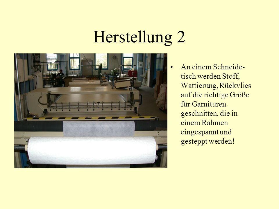 Herstellung 2 An einem Schneide- tisch werden Stoff, Wattierung, Rückvlies auf die richtige Größe für Garnituren geschnitten, die in einem Rahmen eingespannt und gesteppt werden!