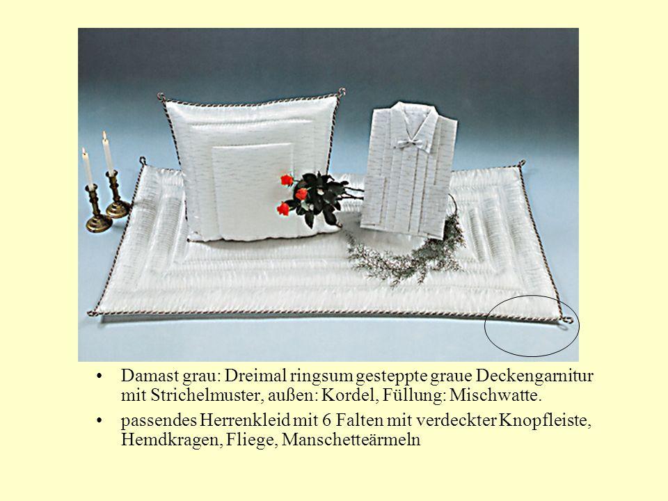 Damast grau: Dreimal ringsum gesteppte graue Deckengarnitur mit Strichelmuster, außen: Kordel, Füllung: Mischwatte.