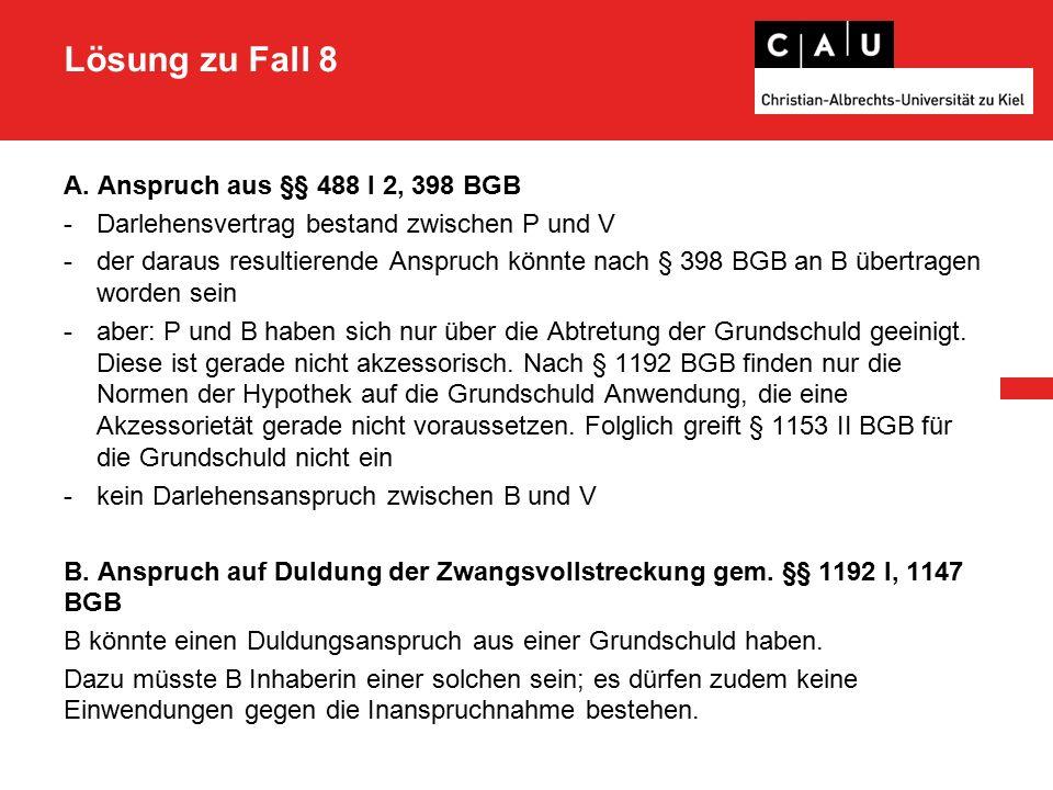 Lösung zu Fall 8 - auch in Fällen, in denen ein Eigengrenzüberbau (hier durch A) stattgefunden hat, ergibt sich nichts anderes, da die ursprünglich ruhenden Duldungspflichten mit der Übertragung eines Grundstückanteils aufleben - § 912 I BGB ist daher grds.