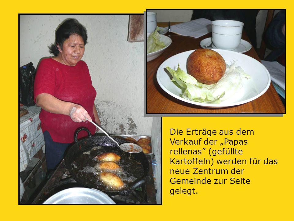 """Die Erträge aus dem Verkauf der """"Papas rellenas (gefüllte Kartoffeln) werden für das neue Zentrum der Gemeinde zur Seite gelegt."""