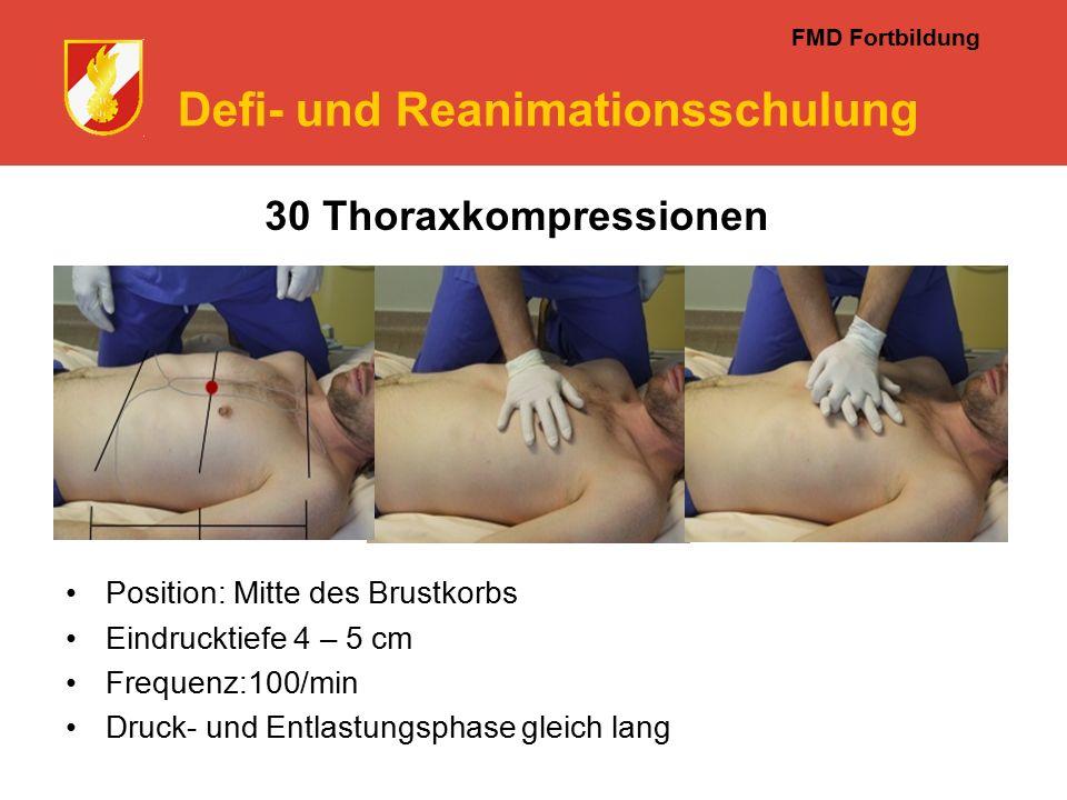 FMD Fortbildung Defi- und Reanimationsschulung Position: Mitte des Brustkorbs Eindrucktiefe 4 – 5 cm Frequenz:100/min Druck- und Entlastungsphase gleich lang 30 Thoraxkompressionen