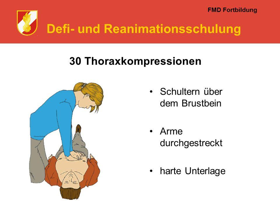 FMD Fortbildung Defi- und Reanimationsschulung Schultern über dem Brustbein Arme durchgestreckt harte Unterlage 30 Thoraxkompressionen