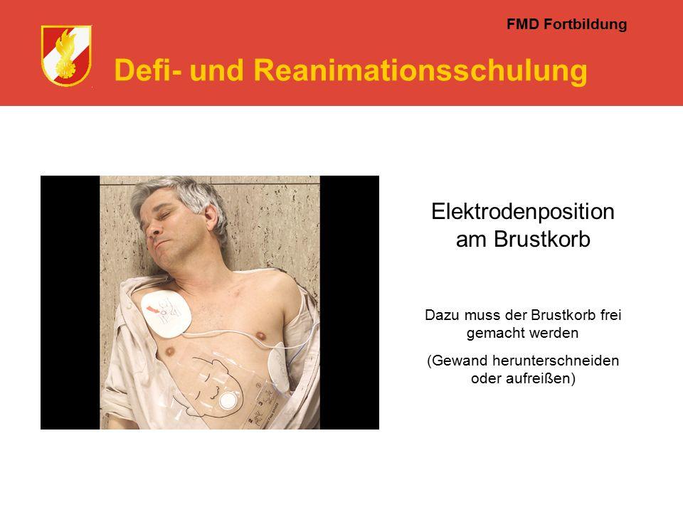 FMD Fortbildung Defi- und Reanimationsschulung Elektrodenposition am Brustkorb Dazu muss der Brustkorb frei gemacht werden (Gewand herunterschneiden oder aufreißen)