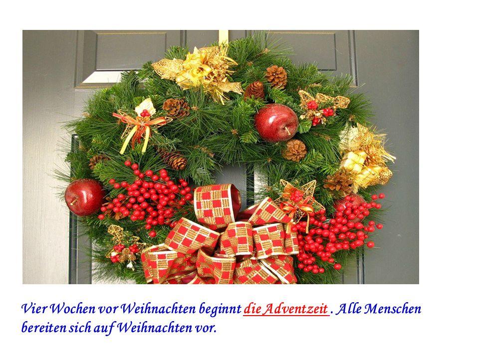 Vier Wochen vor Weihnachten beginnt die Adventzeit. Alle Menschen bereiten sich auf Weihnachten vor.