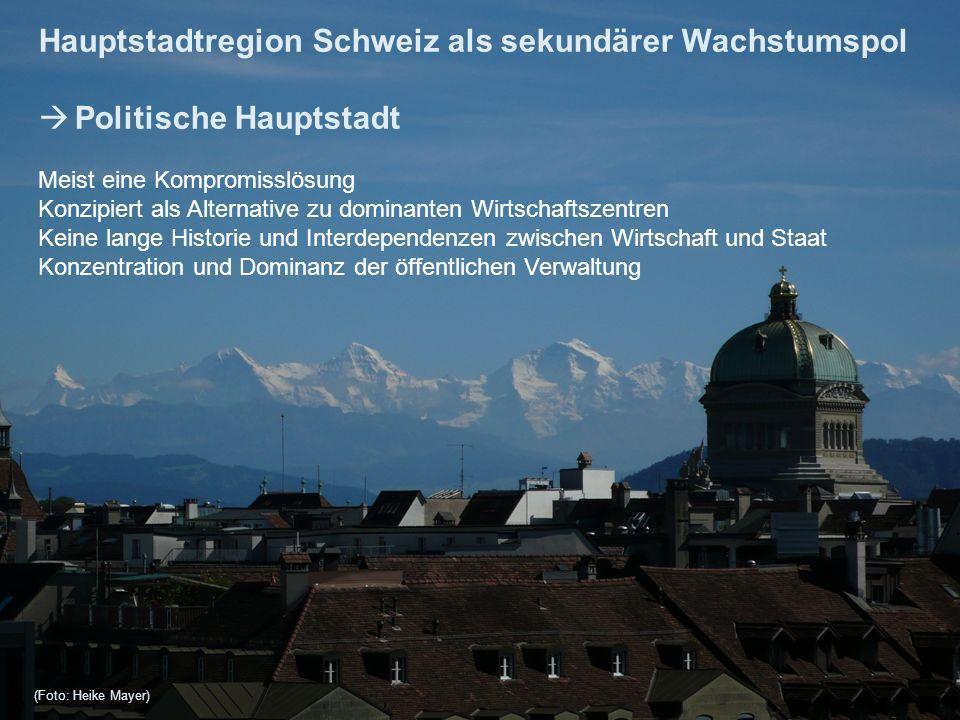 Hauptstadtregion Schweiz im Vergleich mit anderen Metropolitanräumen 8 MS-Region Anzahl Headquarter der 150 grössten Schweizer Unternehmen reales BIP- Wachstum (in %) 2000- 2010 Anteil BIP (nominal) der MS-Regionen am nationalen BIP Anteil Erwerbs- tätige der MS-Regionen an allen CH- Erwerbs- tätigen in % Anteil Bevölkerung der MS-Regionen an der Gesamt- bevölkerung in % Zürich6415292623 Basel20301076 Genf-Lausanne192214 13 Bern1020665 restl.