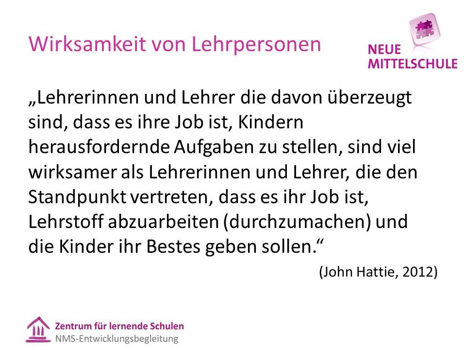 """Wirksamkeit von Lehrpersonen """"Lehrerinnen und Lehrer die davon überzeugt sind, dass es ihre Job ist, Kindern herausfordernde Aufgaben zu stellen, sind viel wirksamer als Lehrerinnen und Lehrer, die den Standpunkt vertreten, dass es ihr Job ist, Lehrstoff abzuarbeiten (durchzumachen) und die Kinder ihr Bestes geben sollen. (John Hattie, 2012)"""