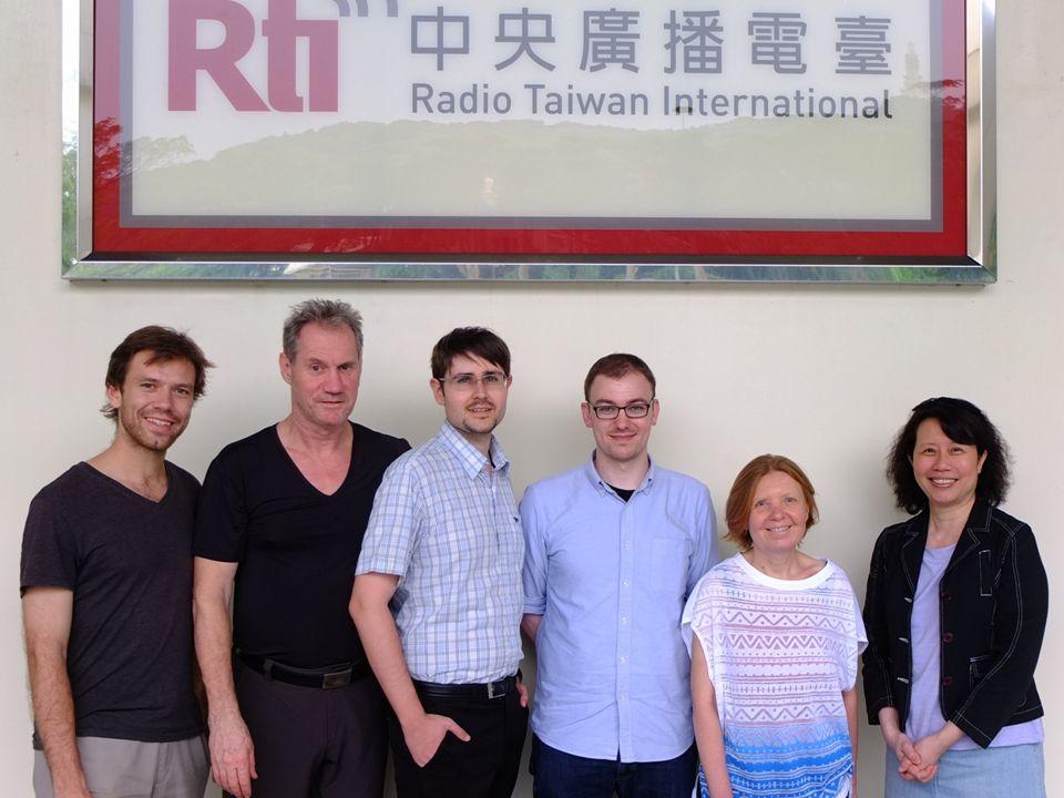 Unser Programm Das Programm besteht täglich aus drei Teilen: Zehn Minuten Nachrichten Ein Tagesthema mit wechselndem Schwerpunkt Informatives und Unterhaltsames über Taiwan