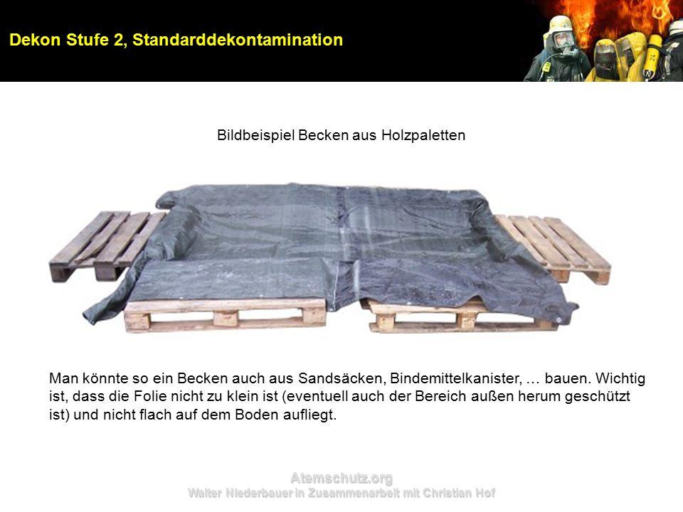 Atemschutz.org Walter Niederbauer in Zusammenarbeit mit Christian Hof Dekon Stufe 2, Standarddekontamination Bildbeispiel Becken aus Holzpaletten Man könnte so ein Becken auch aus Sandsäcken, Bindemittelkanister, … bauen.