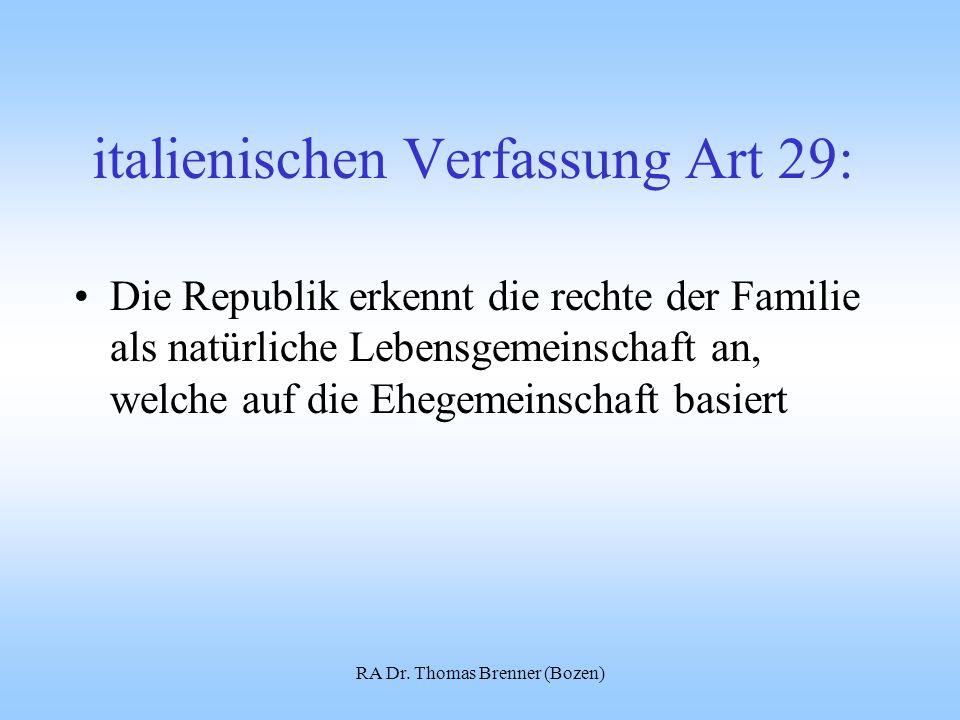 italienischen Verfassung Art 29: Die Republik erkennt die rechte der Familie als natürliche Lebensgemeinschaft an, welche auf die Ehegemeinschaft basiert