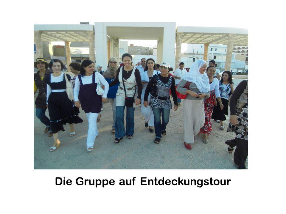 SPRACHENDORF MONASTIR 27. Juli – 1. August 2009 Zu den Aufgaben, die die Teilnehmer in Arbeitsgruppen zu behandeln hatten, gehört: die Beschreibung ei
