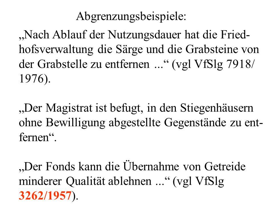 """Abgrenzungsbeispiele: """"Nach Ablauf der Nutzungsdauer hat die Fried- hofsverwaltung die Särge und die Grabsteine von der Grabstelle zu entfernen... (vgl VfSlg 7918/ 1976)."""
