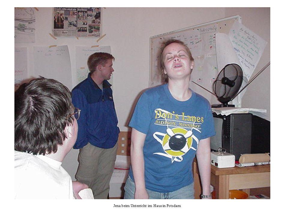 Jena beim Unterricht im Haus in Potsdam