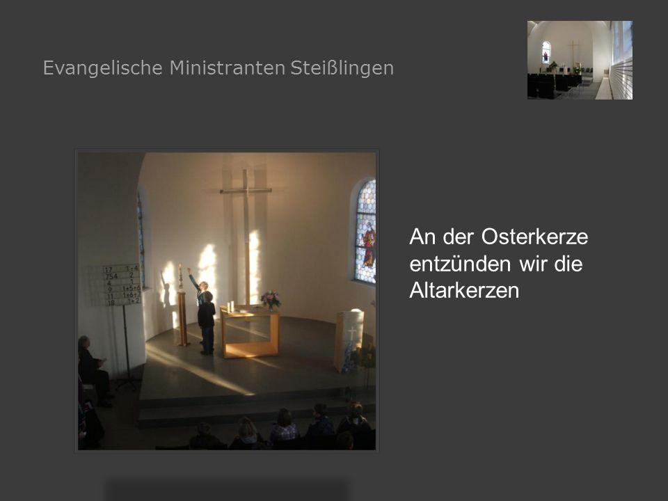 An der Osterkerze entzünden wir die Altarkerzen Evangelische Ministranten Steißlingen