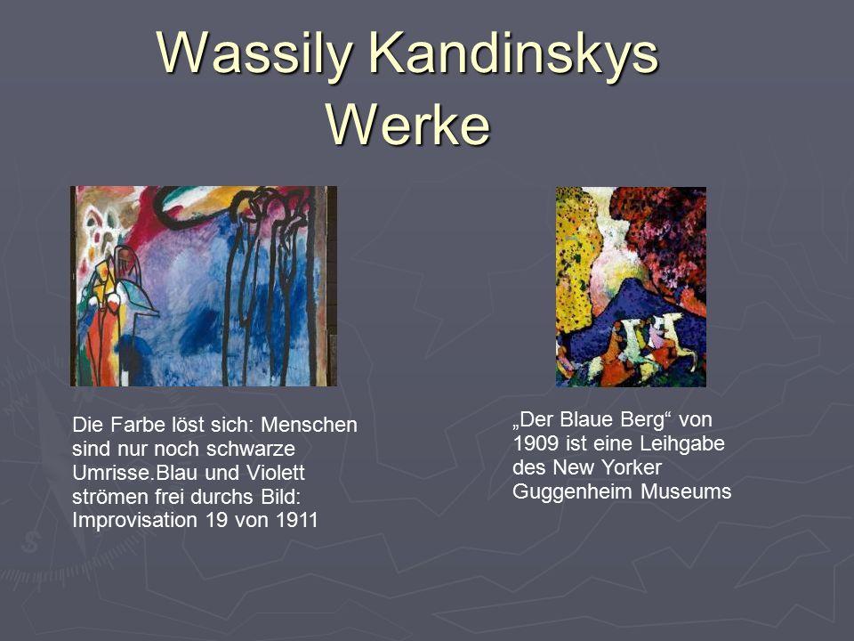 """Wassily Kandinskys Werke Die Farbe löst sich: Menschen sind nur noch schwarze Umrisse.Blau und Violett strömen frei durchs Bild: Improvisation 19 von 1911 """"Der Blaue Berg von 1909 ist eine Leihgabe des New Yorker Guggenheim Museums"""