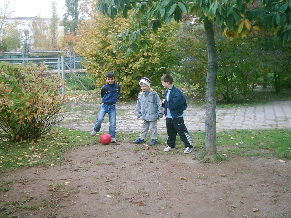 Einige Kinder spielen noch ……..